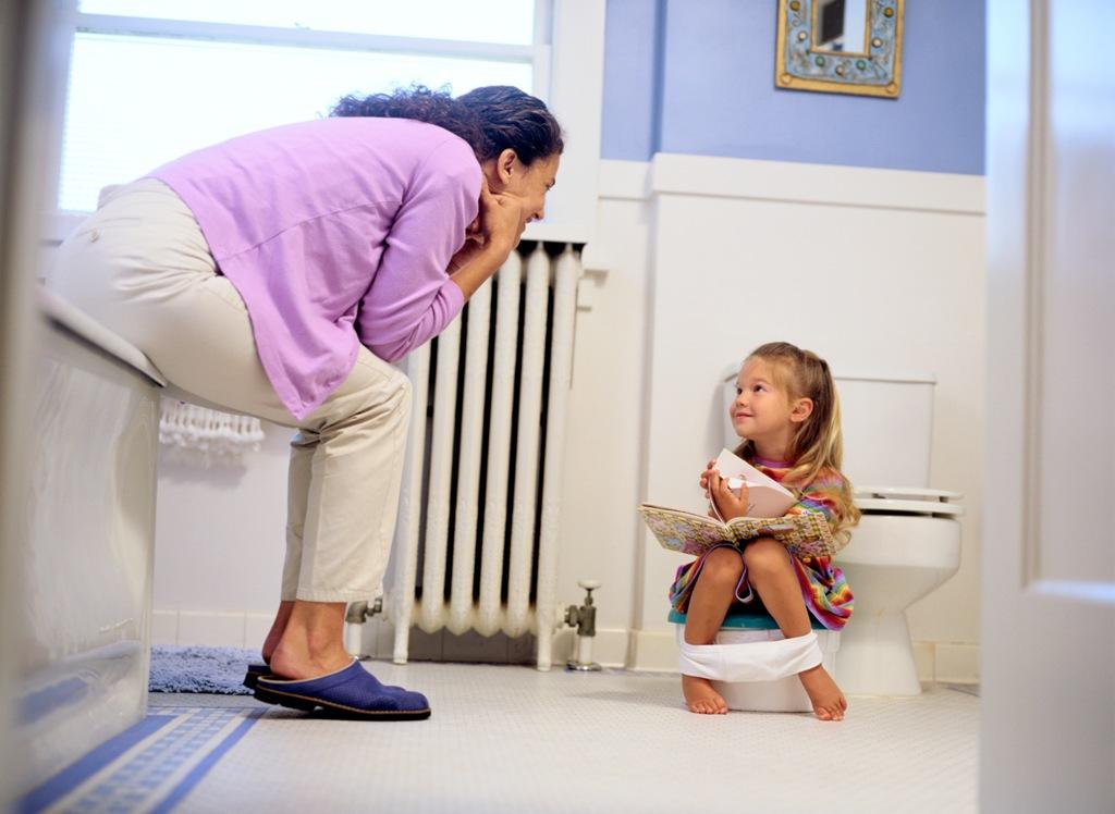 Когда приучать ребенка к горшку