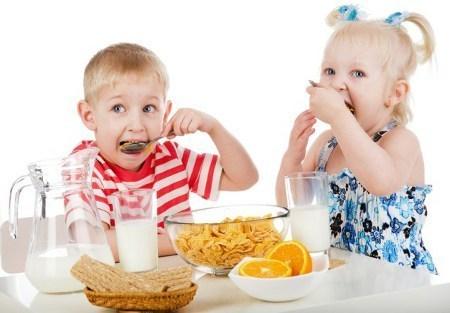 Правила поведения ребенка за столом