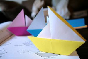 Бумажный кораблик-парусник