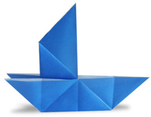 Бумажный кораблик с раздвоенными бортиками
