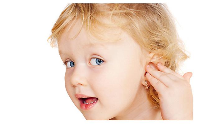 Когда лучше проколоть уши девочке?