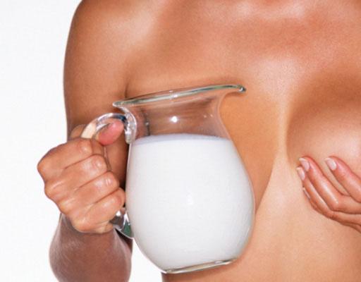 Как правильно сцеживать грудное молоко?
