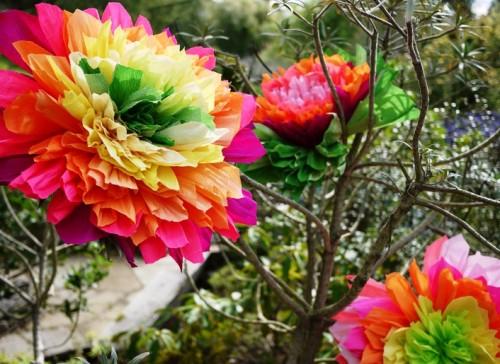 Большие цветы из гофрированной бумаги