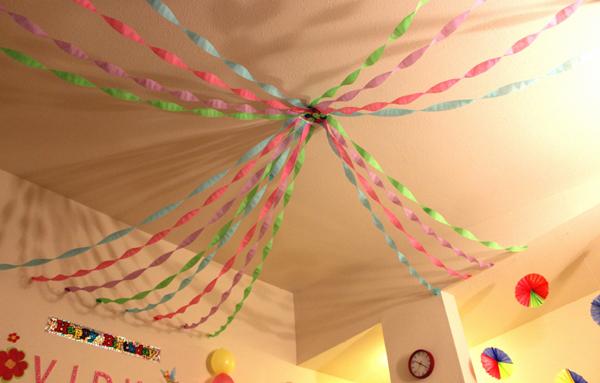 Украшаем комнату шарами