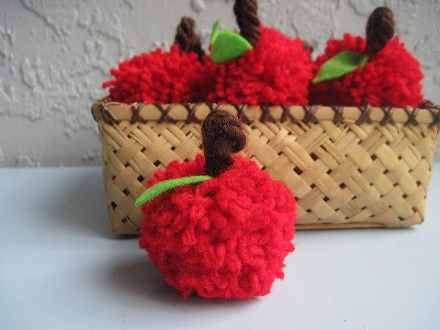 Яблоки из помпонов