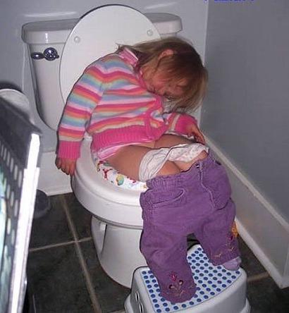 Засыпает ребенок легче, чем учиться сидеть на горшке)))