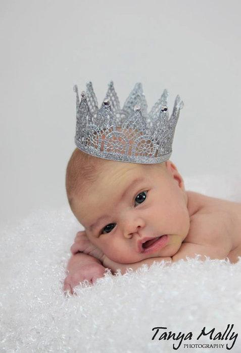 Как сделать корону для девочки своими руками?