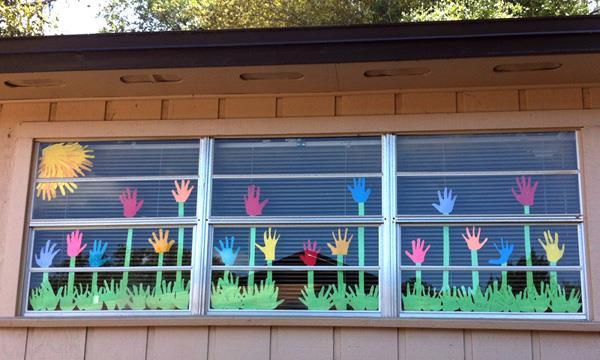 Как украсить окна класса?