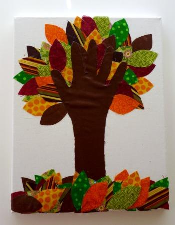 Лоскутное дерево с детской ладошкой