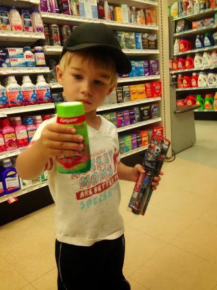 Как отвлечь ребенка в магазине?