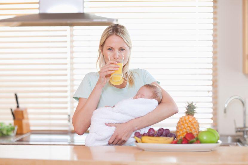 Что нужно пить кормящей маме?