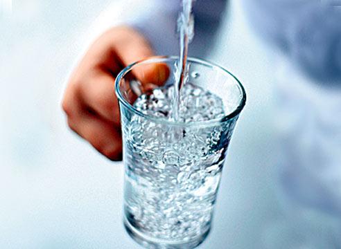 Сколько нужно пить воды кормящей маме?