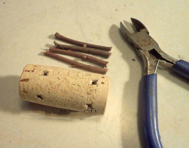Как сделать оленя из винных пробок