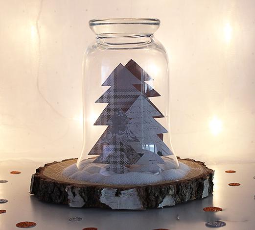 Бумажные елочки под стеклянным абажуром
