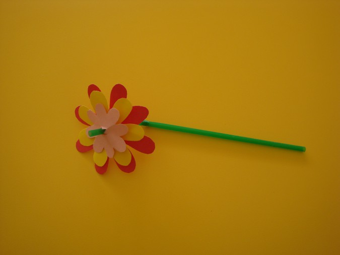 Цветок из бумаги и трубочки