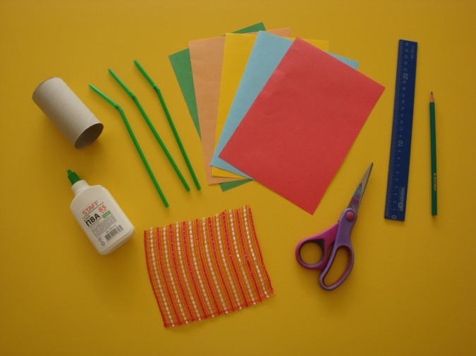 Материалы для бумажных цветов в вазочке