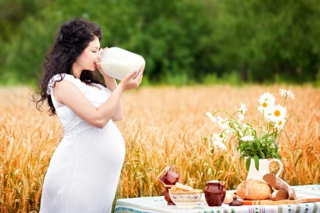 Как правильно пить молоко при беременности