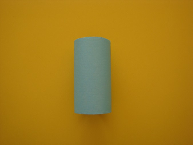 Вазочка из втулки и цветной бумаги