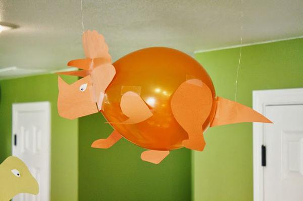Трицератопс из воздушного шарика