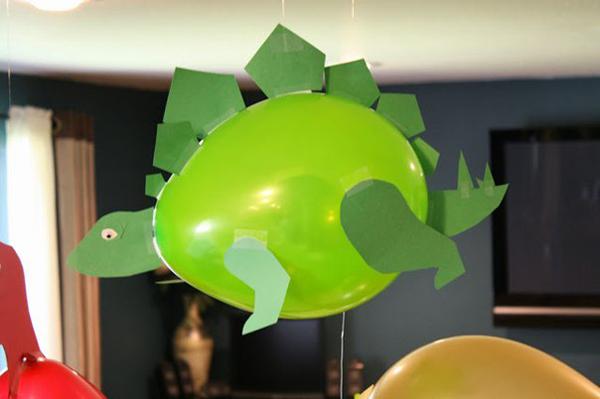 Стегозавр из воздушного шарика