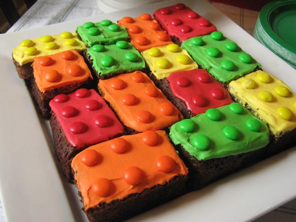 Пирожные в стиле Лего