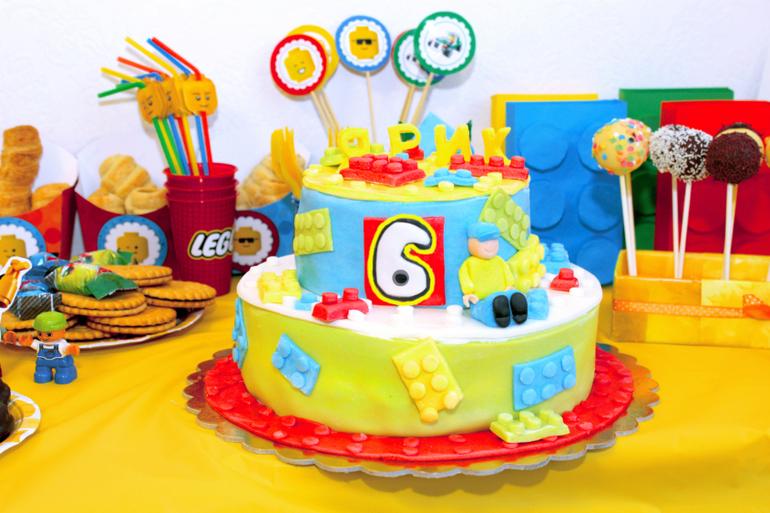 Торт с детальками лего