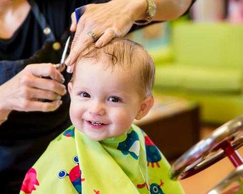 Как постричь ребенка первый раз?
