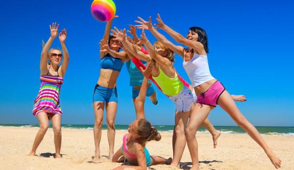 Игры с мячом на пляже