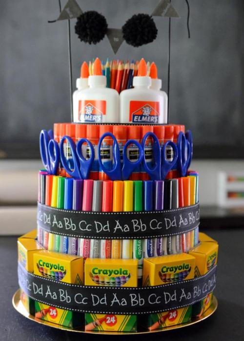Торт из канцтоваров для учителя
