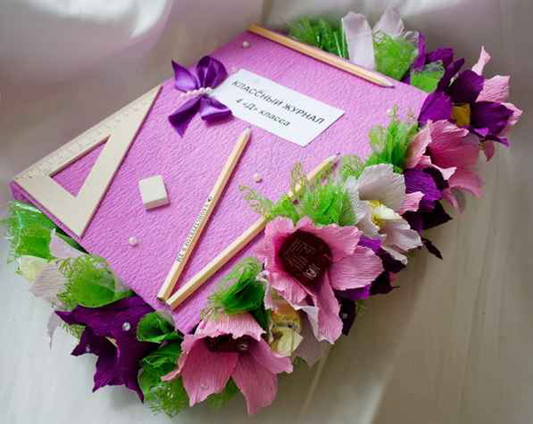 Коробка конфет в виде школьного журнала