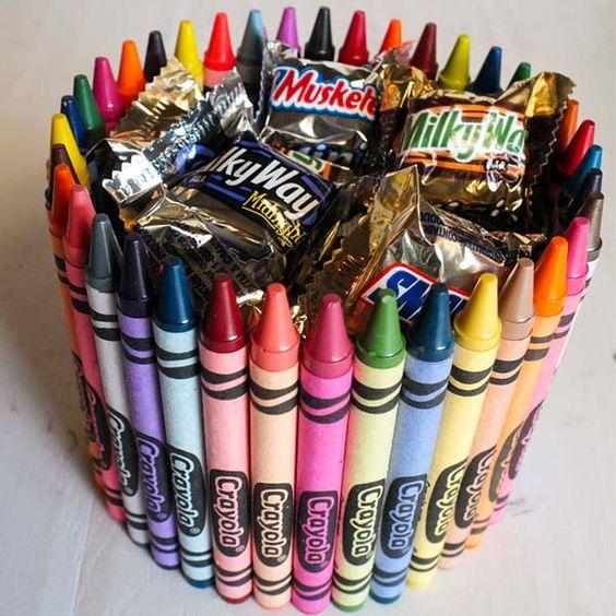 Вазочка для конфет из цветных карандашей