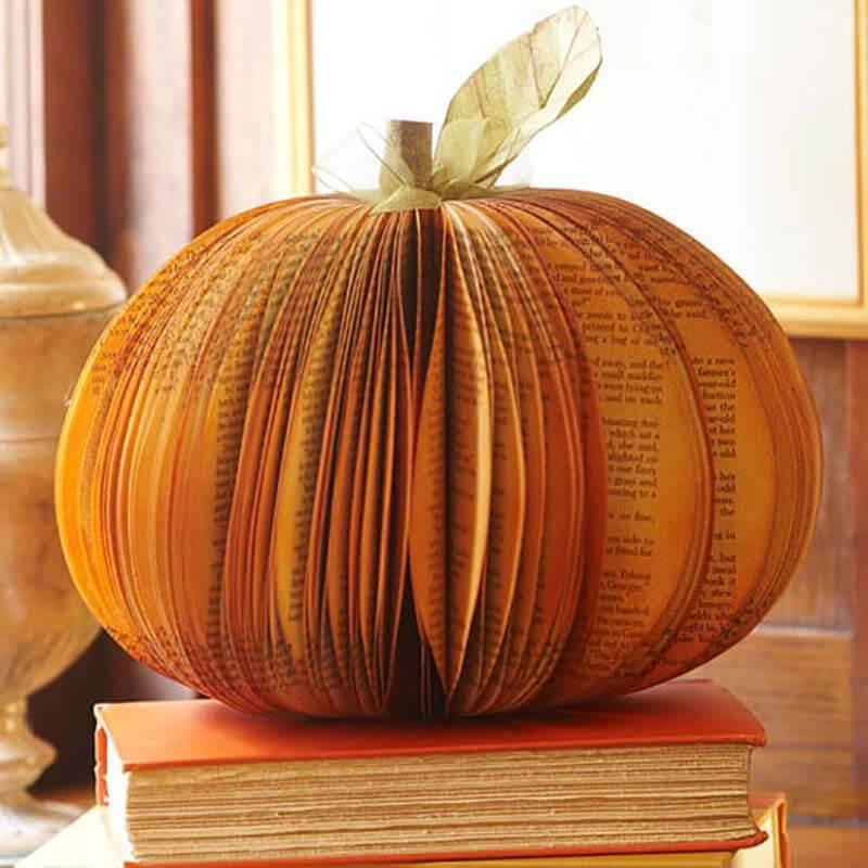 Объемная тыква из старой книги