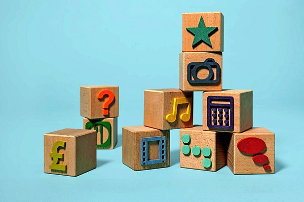 Развитие с детскими кубиками