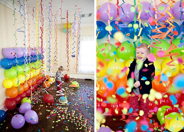 Радужная стена из воздушных шариков