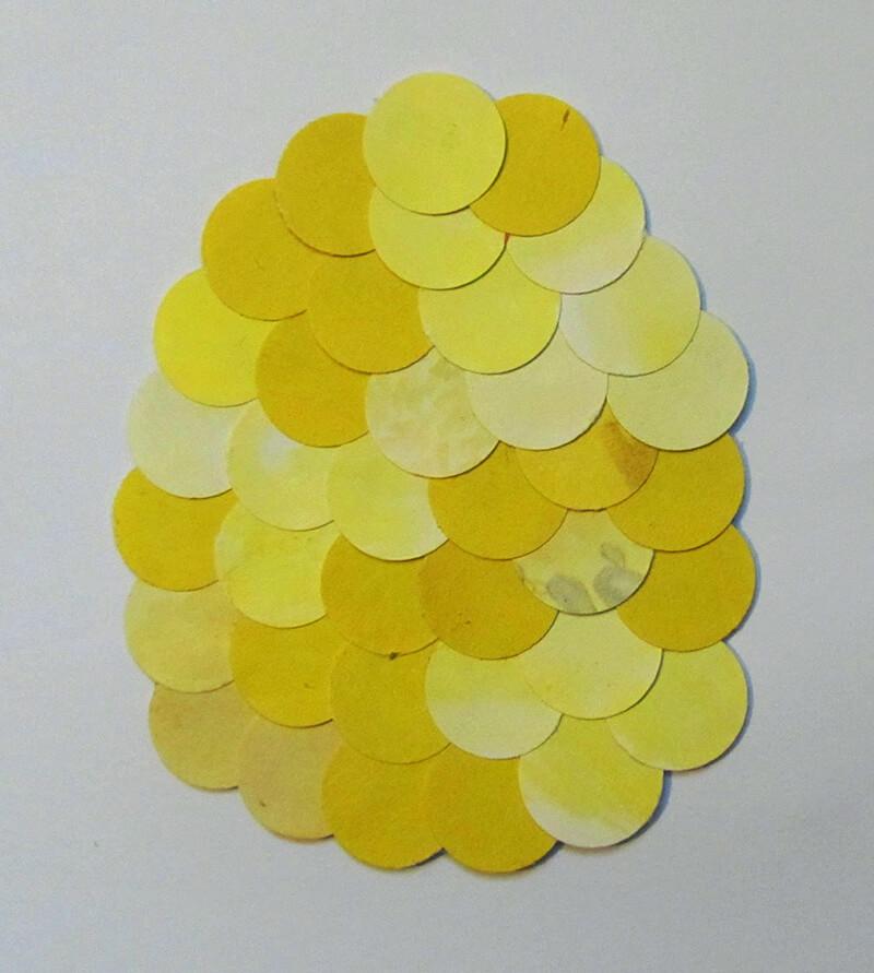 Пасхальная аппликация из бумажных кружочков