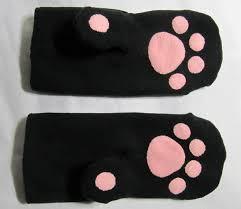 Варежки с кошачьими лапками