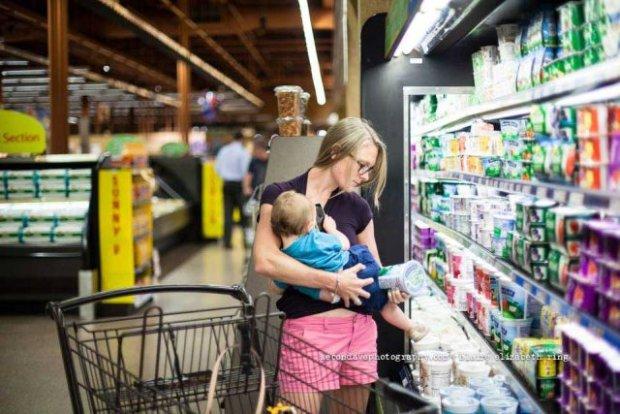 Как кормить ребенка грудью в общественном месте