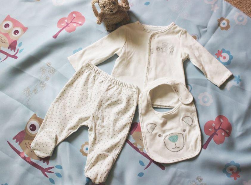Комплект для новорожденного со слюнявчиком