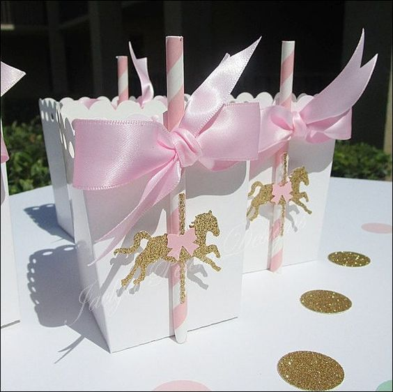 Упаковка подарочков для гостей с единорогом