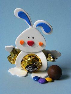 Кролик с конфетой