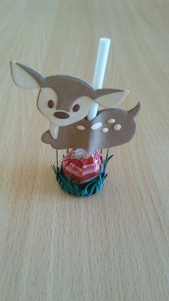 Конфета на палочке с олененком