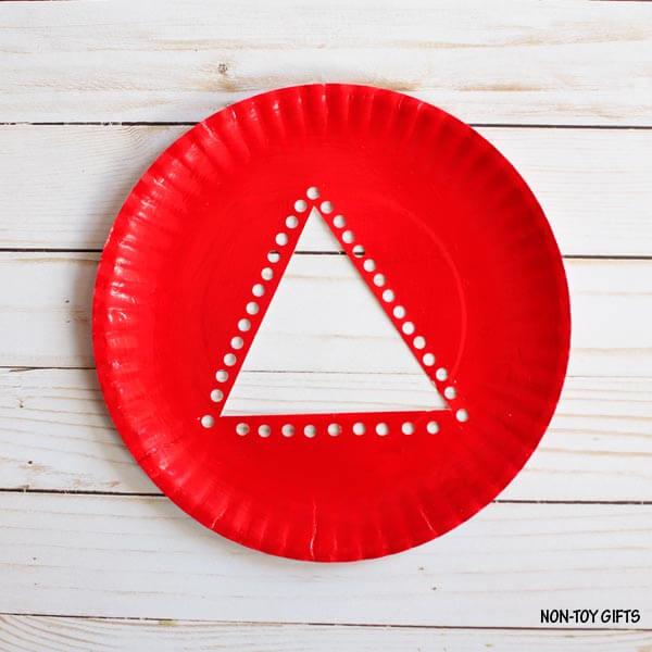 Елочка из одноразовой тарелки своими руками