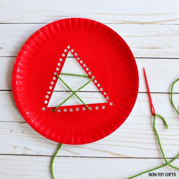Как сделать елочку из одноразовой тарелки