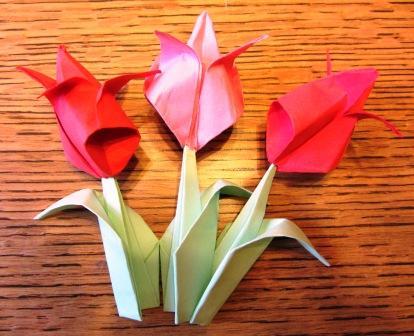 Оригами для детей: делаем тюльпаны из бумаги