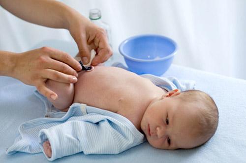 Сколько времени заживает пупок у новорожденных. Что делать при проблемах?