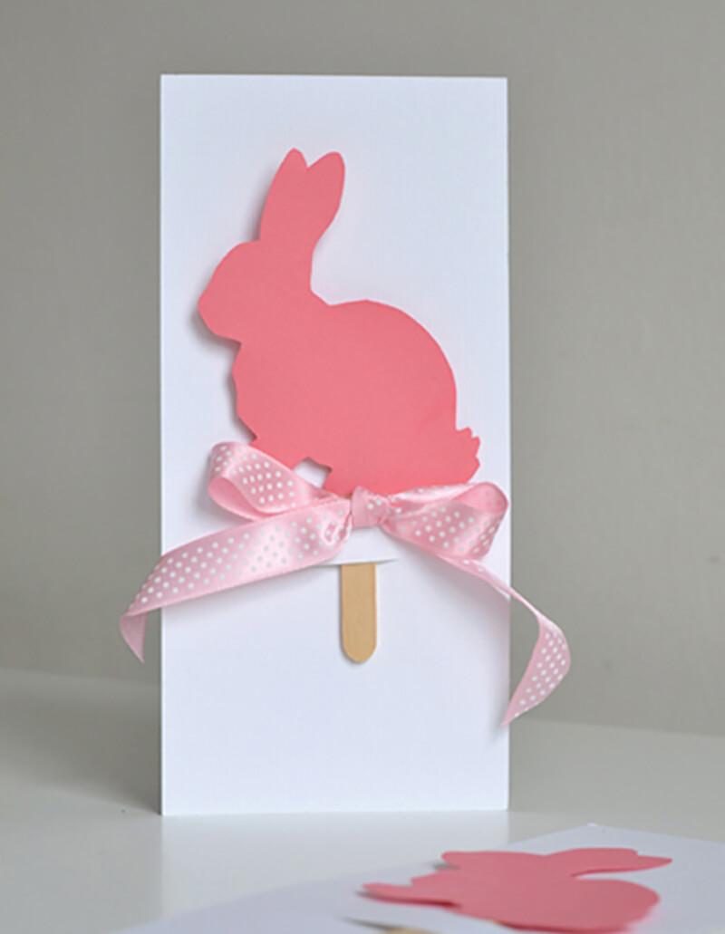 Пасхальная открытка с кроликом на палочке
