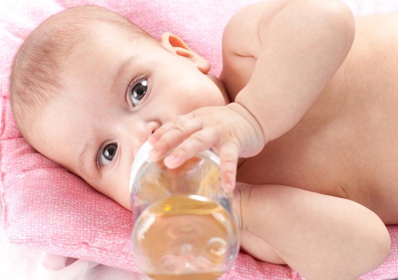 С какого возраста можно давать сок ребенку?