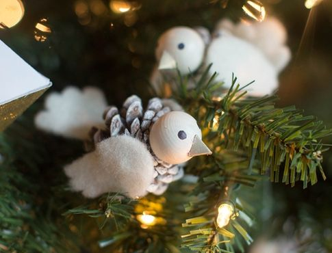 Птички из шишек и фетра