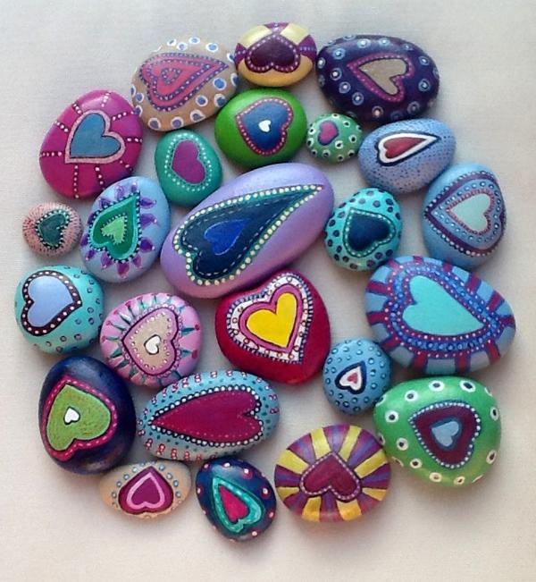 Расписанные камни для детских игр