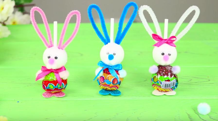 Пасхальные кролики из чупа-чупсов